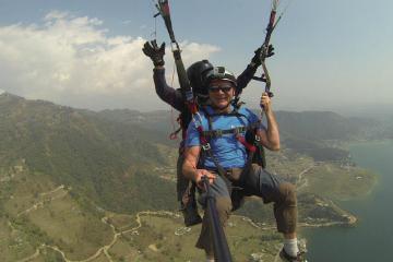 Hat Master 10-й день. В День защитника Отечества российские путешественники совершили полет над Непалом